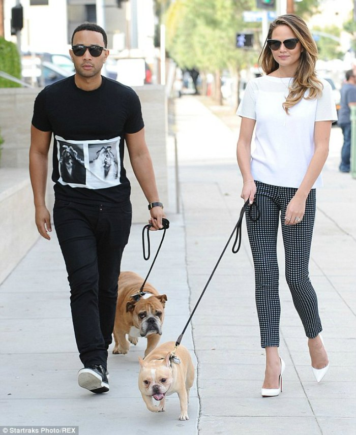Chrissy-Teigan-woman-crush-wednesay-walking-her-dogs-breakfast-with-audrey